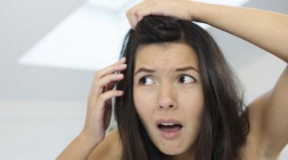 तेज़ी से टूटते झड़ते बालो का झड़ना रोके जानिए कैसे | How To Prevent Hair Fall