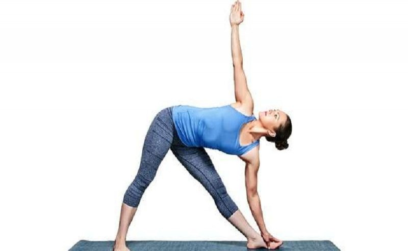 trikonasana in hindi